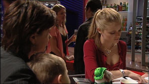Lyn Scully, Oscar Scully, Elle Robinson in Neighbours Episode 5085