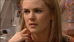 Elle Robinson in Neighbours Episode 5085