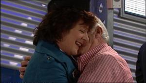 Mishka Schneiderova, Lou Carpenter in Neighbours Episode 5086