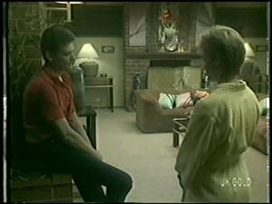 Des Clarke, Daphne Clarke in Neighbours Episode 0005