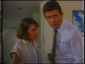 Julie Robinson, Des Clarke in Neighbours Episode 0012