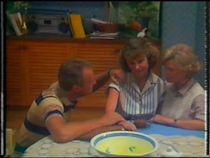 Jim Robinson, Julie Robinson, Helen Daniels in Neighbours Episode 0012
