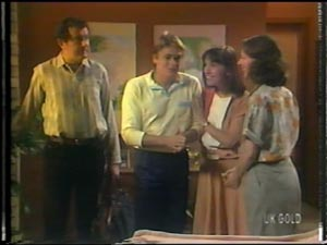 Max Ramsay, Shane Ramsay, Maria Ramsay, Anna Rossi in Neighbours Episode 0013