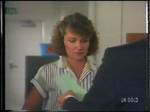 Julie Robinson, Peter Kirk in Neighbours Episode 0013