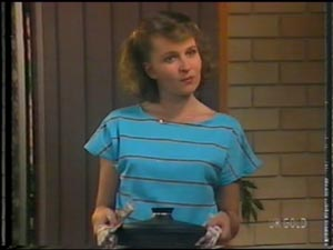 Julie Robinson in Neighbours Episode 0013