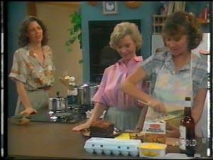 Anna Rossi, Helen Daniels, Julie Robinson in Neighbours Episode 0014