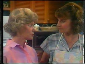 Helen Daniels, Julie Robinson in Neighbours Episode 0014