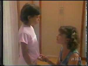 Lucy Robinson, Julie Robinson in Neighbours Episode 0014