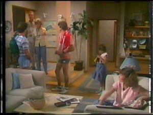 Paul Robinson, Jim Robinson, Helen Daniels, Scott Robinson, Lucy Robinson, Julie Robinson in Neighbours Episode 0014