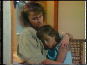 Julie Robinson, Lucy Robinson in Neighbours Episode 0015