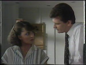 Julie Robinson, Des Clarke in Neighbours Episode 0016