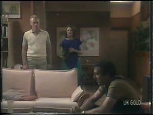Jim Robinson, Anna Rossi, Max Ramsay in Neighbours Episode 0016