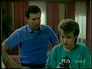 Des Clarke, Daphne Clarke in Neighbours Episode 0068