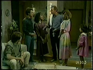 Scott Robinson, Paul Robinson, Gloria Slater, Jim Robinson, Julie Robinson, Lucy Robinson in Neighbours Episode 0068