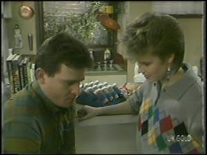 Des Clarke, Daphne Clarke in Neighbours Episode 0098