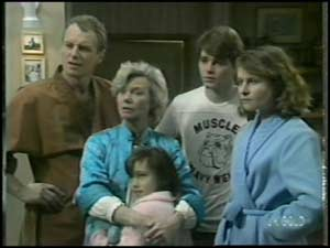 Jim Robinson, Helen Daniels, Lucy Robinson, Scott Robinson, Julie Robinson in Neighbours Episode 0100