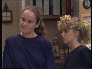 Kelly Morgan, Charlene Mitchell in Neighbours Episode 0409