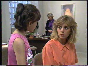 Lucy Robinson, Jane Harris in Neighbours Episode 0409