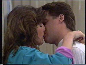 Susan Cole, Paul Robinson in Neighbours Episode 0409