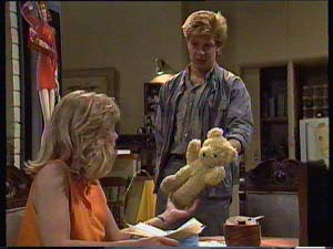 Jane Harris, Clive Gibbons in Neighbours Episode 0411