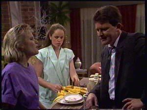 Daphne Clarke, Kelly Morgan, Des Clarke in Neighbours Episode 0411