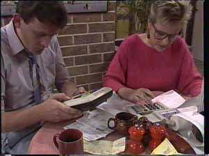 Des Clarke, Daphne Clarke in Neighbours Episode 0413
