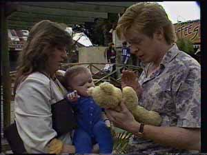 Susan Cole, Sam Cole, Clive Gibbons in Neighbours Episode 0413