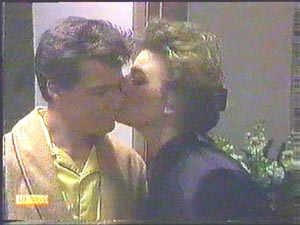 Paul Robinson, Gail Robinson in Neighbours Episode 0584