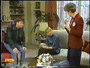 Mike Young, Jane Harris, Nell Mangel in Neighbours Episode 0600