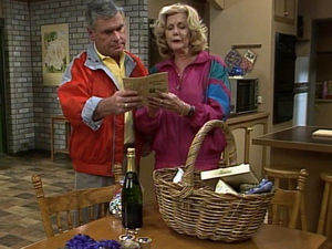 Lou Carpenter, Madge Bishop in Neighbours Episode 1721