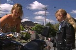 Steph Scully, Summer Hoyland in Neighbours Episode 4213