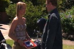 Steph Scully, Max Hoyland in Neighbours Episode 4213