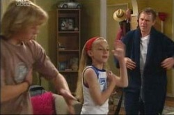 Boyd Hoyland, Summer Hoyland, Max Hoyland in Neighbours Episode 4220