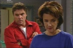 Joe Scully, Lyn Scully in Neighbours Episode 4220