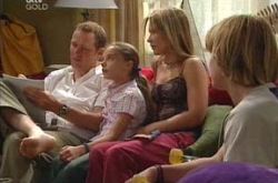 Max Hoyland, Steph Scully, Summer Hoyland, Boyd Hoyland in Neighbours Episode 4233