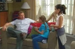 Max Hoyland, Summer Hoyland, Lisa Jeffries in Neighbours Episode 4237