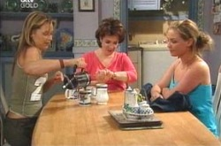 Steph Scully, Lyn Scully, Michelle Scully in Neighbours Episode 4238