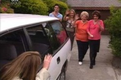 Michelle Scully, Jack Scully, Steph Scully, Valda Sheergold, Lyn Scully in Neighbours Episode 4238