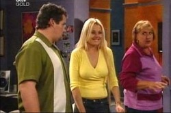 Toadie Rebecchi, Dee Bliss, Angie Rebecchi in Neighbours Episode 4276