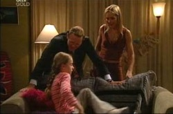 Summer Hoyland, Steph Scully, Max Hoyland in Neighbours Episode 4276