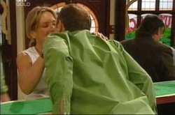 Steph Scully, Max Hoyland in Neighbours Episode 4276
