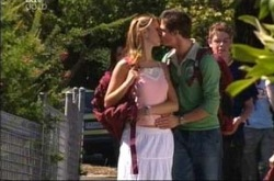 Nina Tucker, Jack Scully in Neighbours Episode 4278