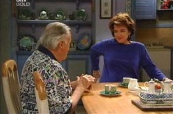 Pat Scully, Lyn Scully in Neighbours Episode 4282