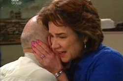 Charlie Cassidy, Lyn Scully in Neighbours Episode 4289