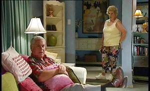 Valda Sheergold, Lou Carpenter in Neighbours Episode 4503