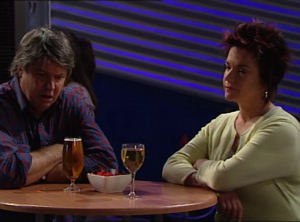 Joe Mangel, Lyn Scully in Neighbours Episode 4848