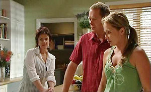 Lyn Scully, Max Hoyland, Steph Scully in Neighbours Episode 4941