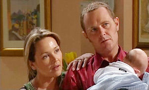 Steph Scully, Max Hoyland, Charlie Hoyland in Neighbours Episode 4941