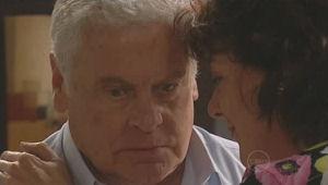 Lou Carpenter, Mishka Schneiderova in Neighbours Episode 5093