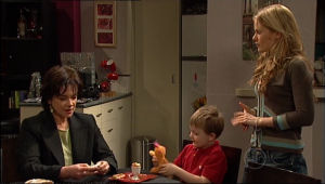 Elle Robinson, Oscar Scully, Lyn Scully in Neighbours Episode 5114